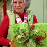 How to make wreaths lady shows how to wrap Christmas presents with pizazz