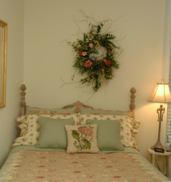 bedroom-wreath-roses