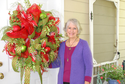 LEARN TO MAKE THIS BEAUTIFUL DECO MESH CHRISTMAS DOOR WREATH